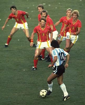 javier ceballos jimenez 0 La famosa foto de Maradona contra Belgica