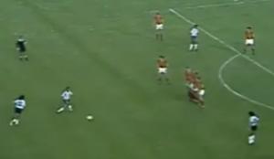 La famosa foto de Maradona contra Bélgica